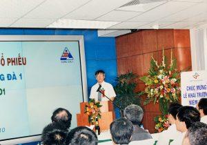 Lãnh đạo Công ty Cổ phần Sông Đà 1 phát biểu tại buổi lễ khai trương